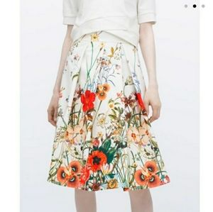🔥HP🔥 Zara Pleated Poppy Skirt